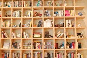 収納に収まった本