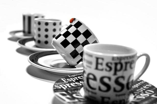 4つのマグカップ