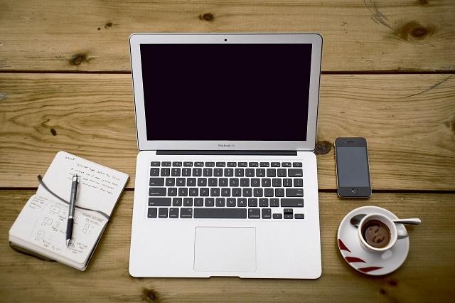マックとノートとコーヒー
