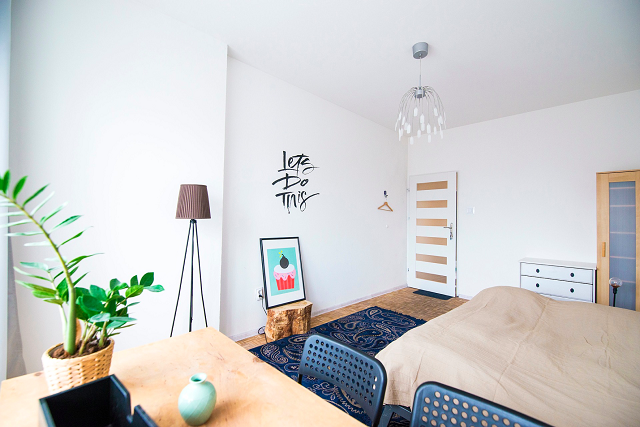 綺麗に整理された寝室