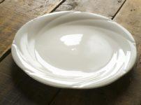白い上品なお皿