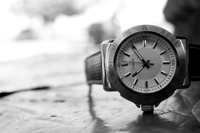 古い腕時計のイメージ